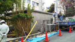 本日工事中!店舗南側道路の旧衛生センターの北壁撤去工事